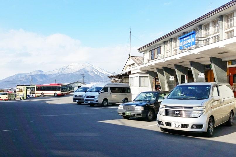 Yudanaka Station to Nagano. 2 day Nagano winter itinerary with snow monkey pass. Backpacking Japan travel blog