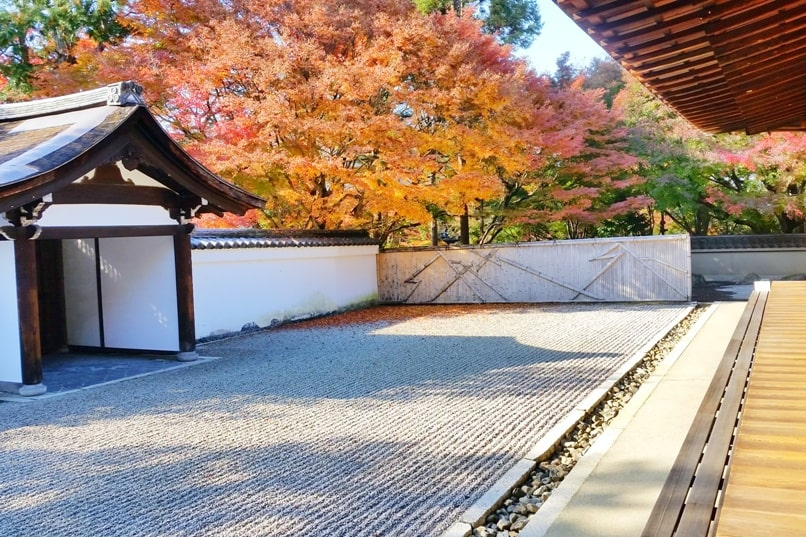 Ryogin-an Zen gardens Temple at Tofukuji Temple for autumn fall foliage colors in Kyoto. red orange yellow. Backpacking Japan travel blog
